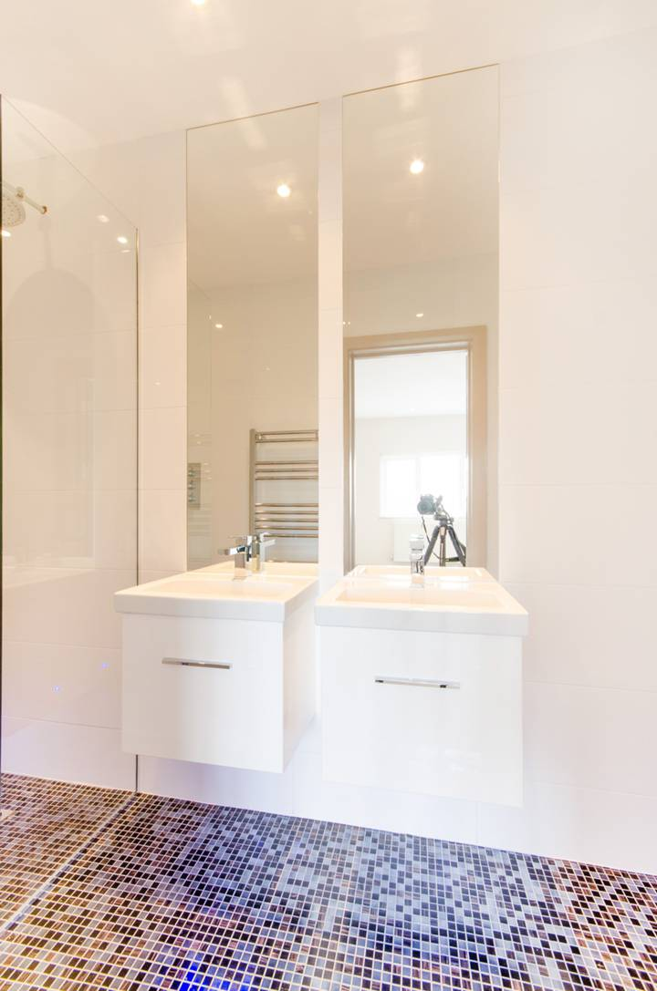 En Suite Shower Room in NW11