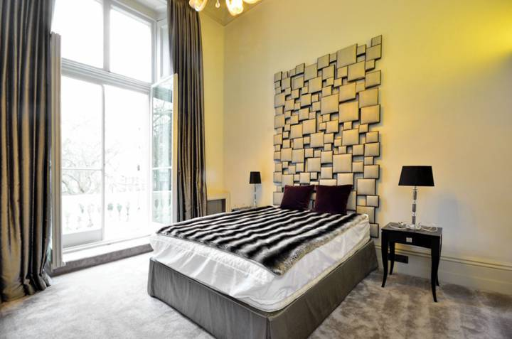 <b>Second Bedroom</b><span class='dims'> 13'6 x 12'7 (4.11 x 3.84m)</span>