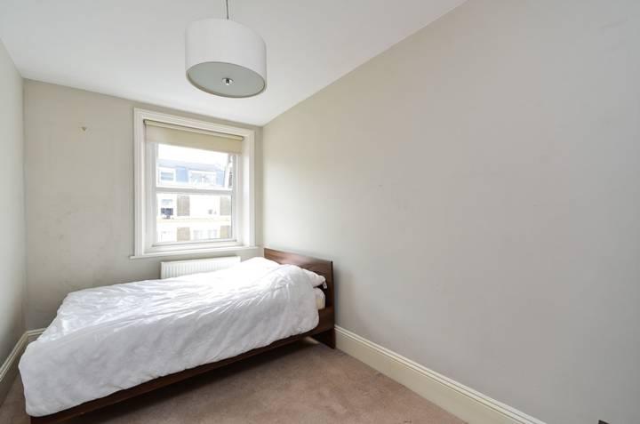 <b>Second Bedroom</b><span class='dims'> 14'6 x 7'8 (4.42 x 2.34m)</span>