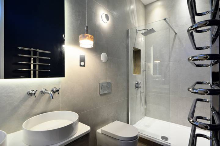 En Suite Shower Room in NW1