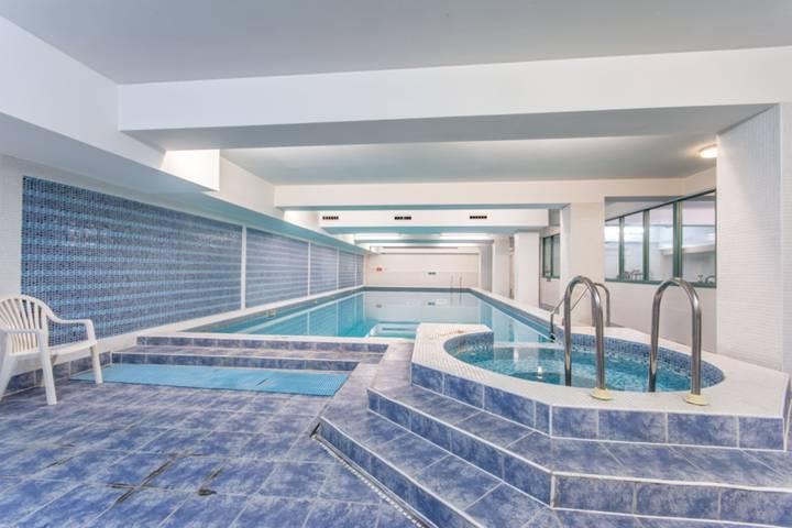 Communal Swimming Pool in NW2