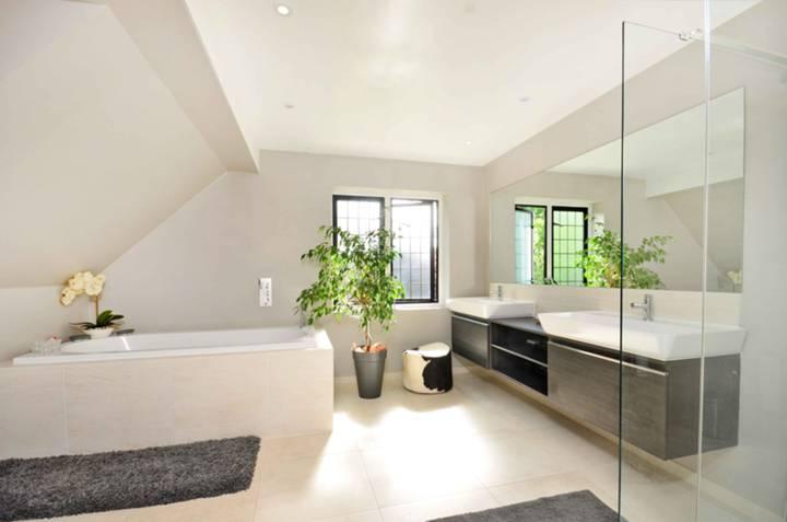First En Suite Bathroom in KT8