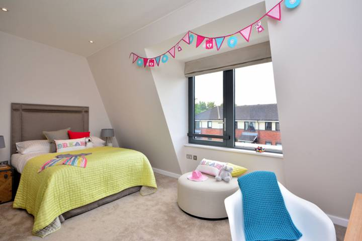 Fourth Bedroom in W4