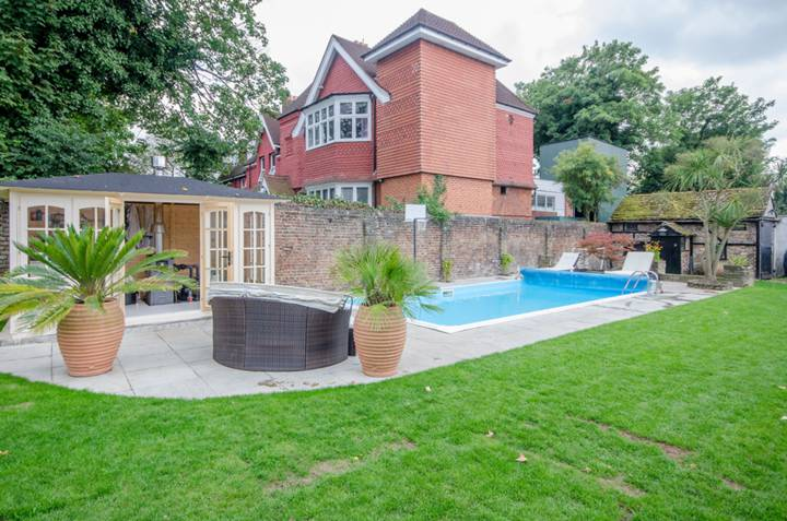Swimming Pool in SW16