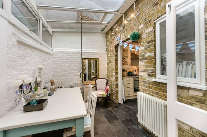 <b>Dining Area/Conservatory</b><span class='dims'></span>
