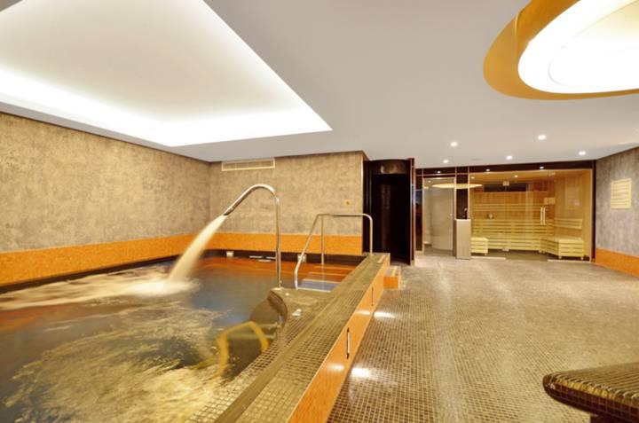 Communal Swimming Pool in EC1V