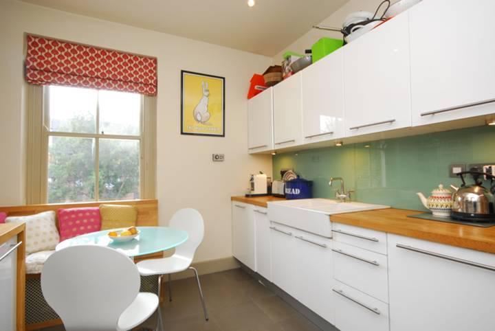 <b>Kitchen</b><span class='dims'> 12' x 10' (3.66 x 3.05m)</span>