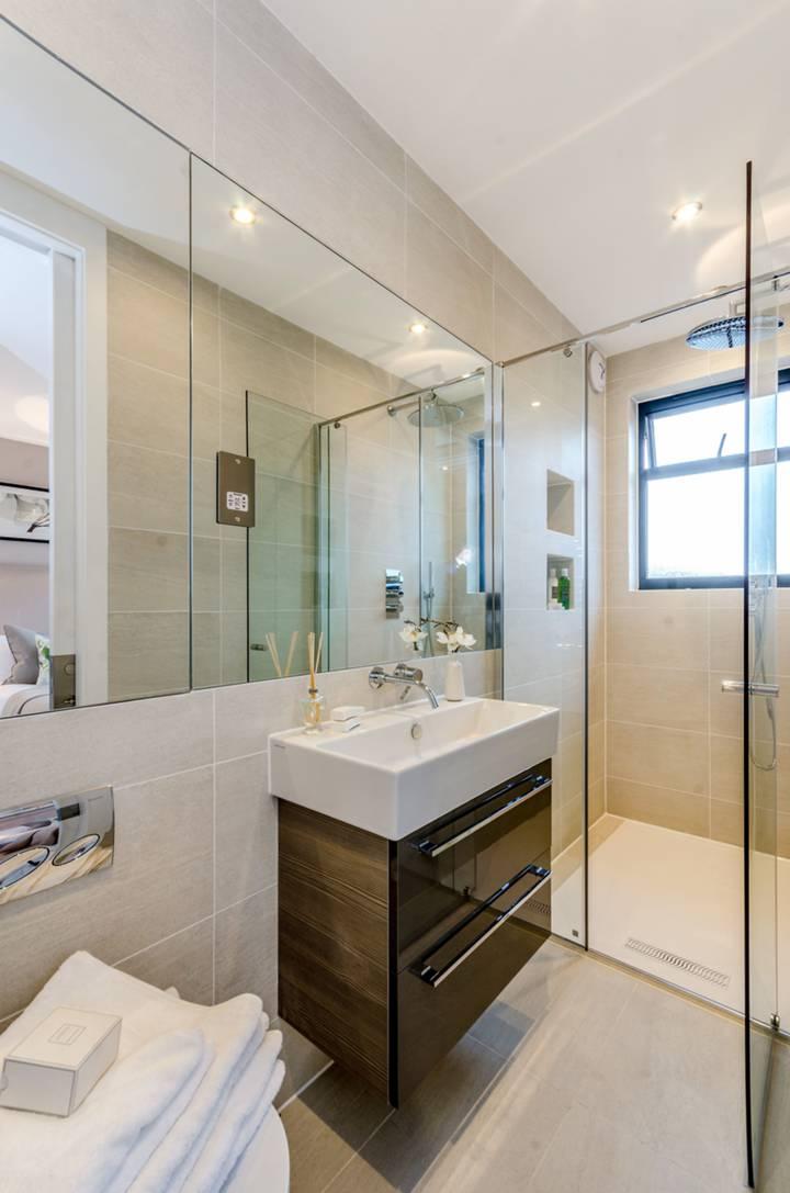 Bathroom in N10