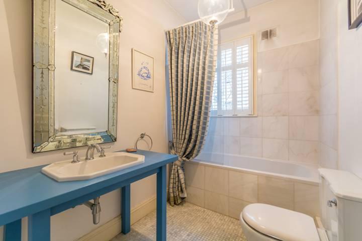 <b>Master Bathroom</b><span class='dims'></span>