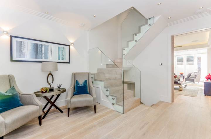 Entrance Hall in SW7