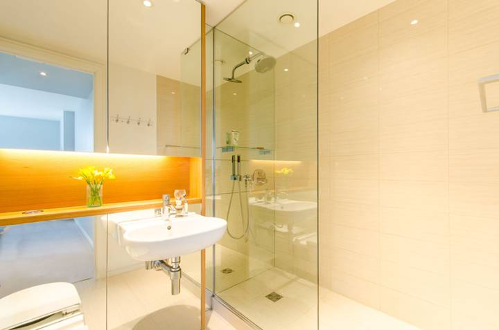 En Suite Shower Room in SW18