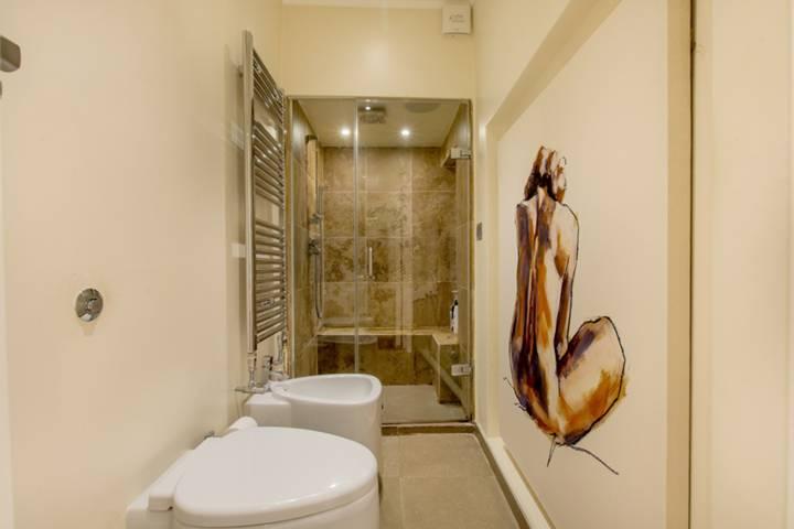 En Suite Shower Room in SW1V