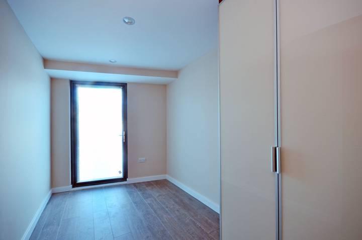 <b>Second Bedroom</b><span class='dims'> 13'6 x 7'4 (4.11 x 2.24m)</span>