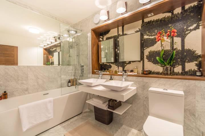 Bathroom in W1T
