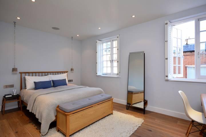 <b>Master Bedroom</b><span class='dims'> 16' x 12'3 (4.88 x 3.73m)</span>