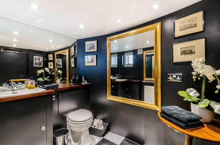 Guest Cloakroom in W11