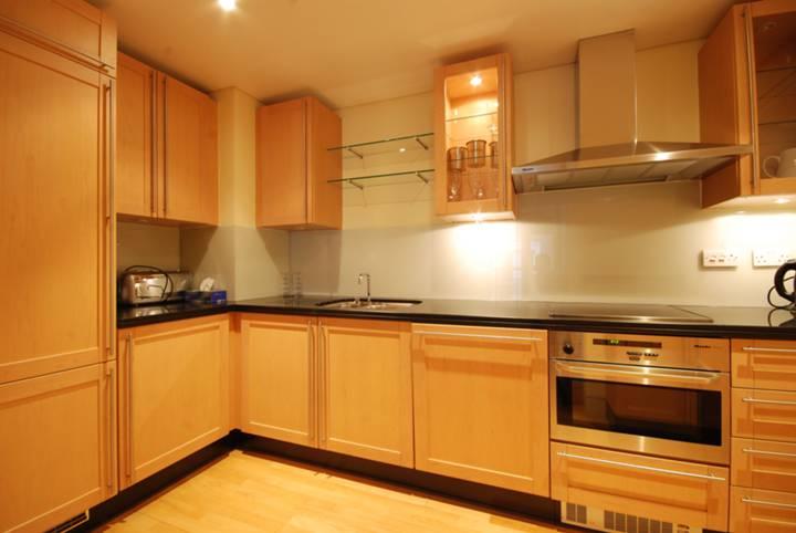 <b>Kitchen</b><span class='dims'> 14'5 x 6'3 (4.39 x 1.91m)</span>