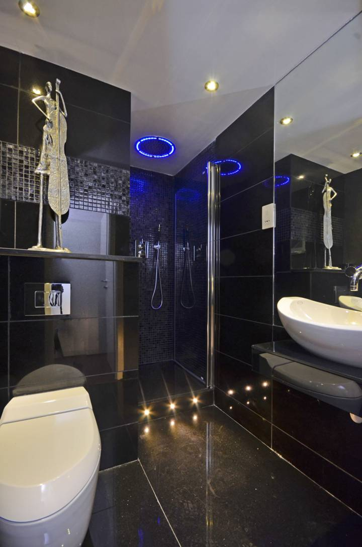 En Suite Shower Room in W2