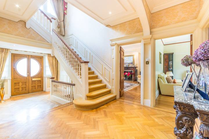 Entrance Hall in NW3