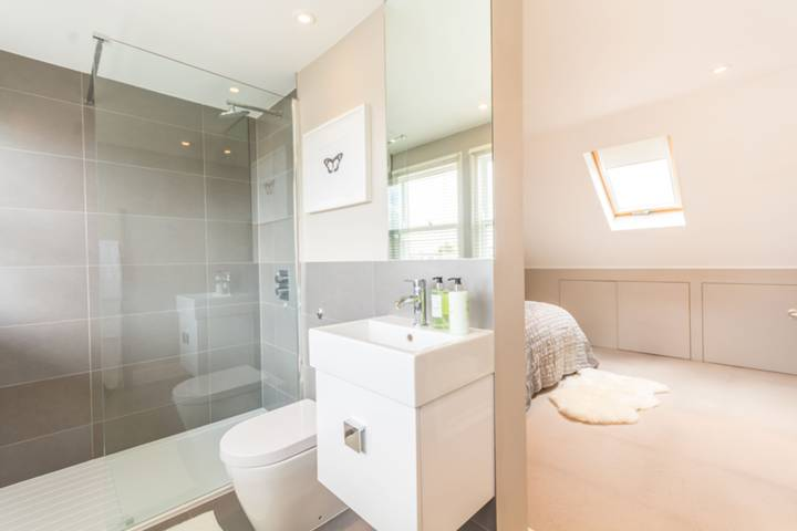 En Suite Shower Room in W9