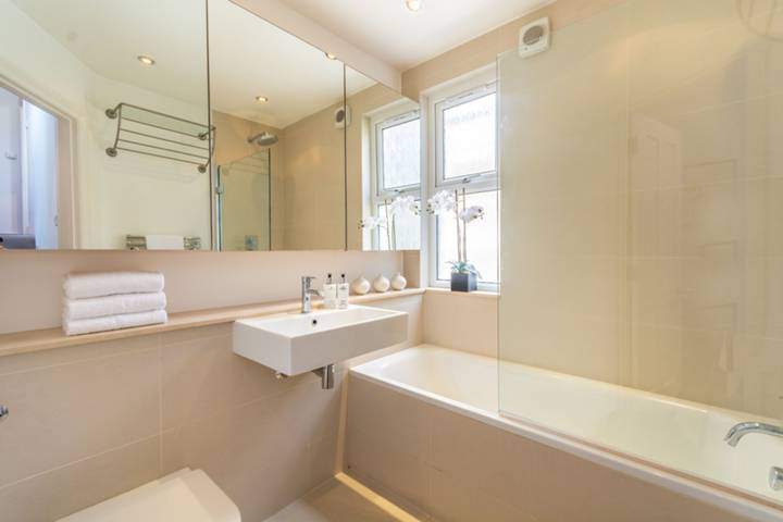 Bathroom in W9