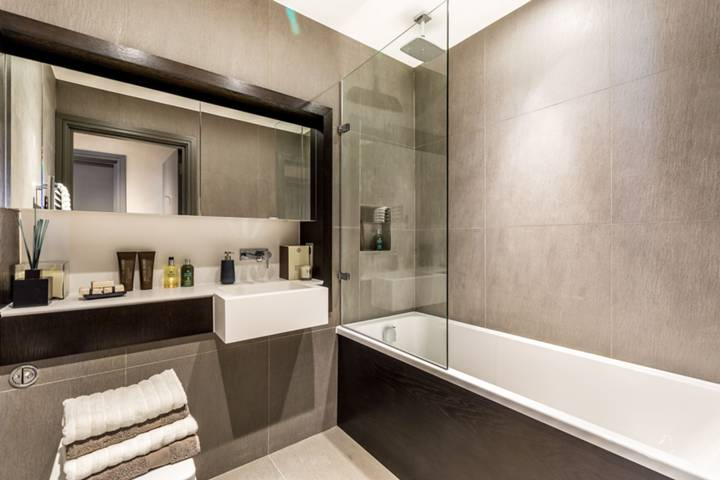 En Suite Bathroom in TW1