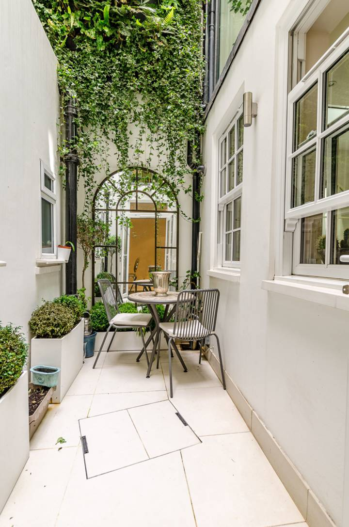Courtyard in SW1X