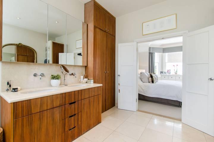 En Suite Bathroom in SW18