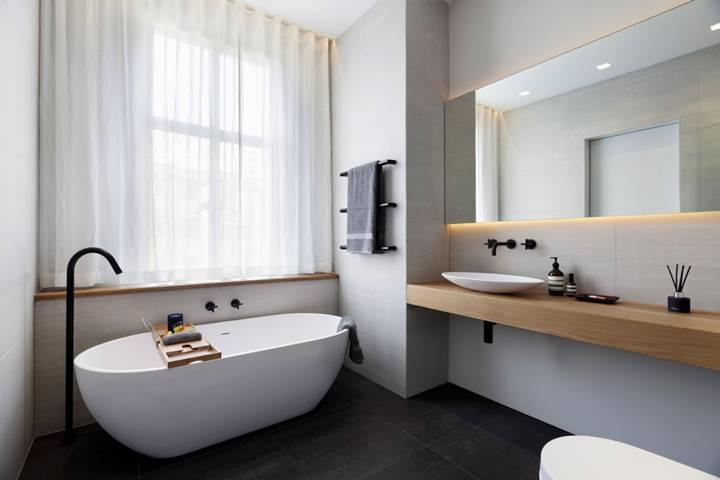 En Suite Bathroom in NW1