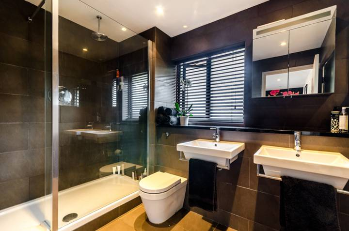 En Suite Shower Room in E1W