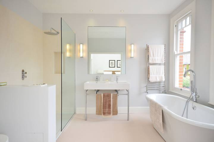 En Suite Bathroom in NW2