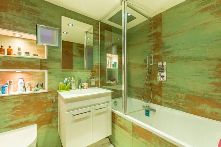 En Suite Shower Room in W1U