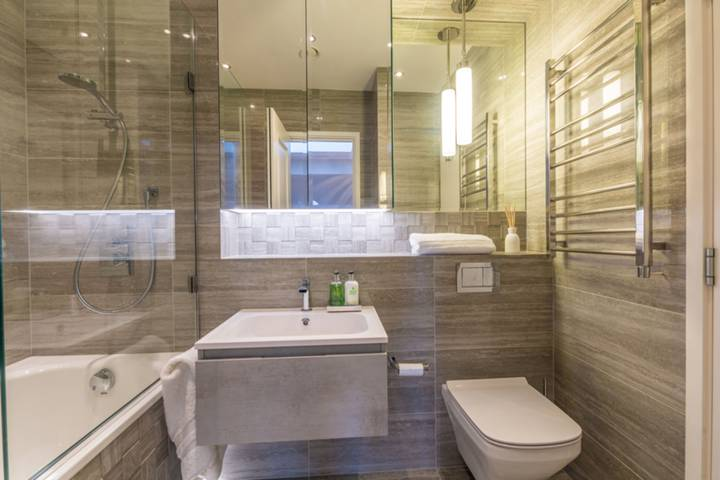 En Suite Bathroom in SW1A