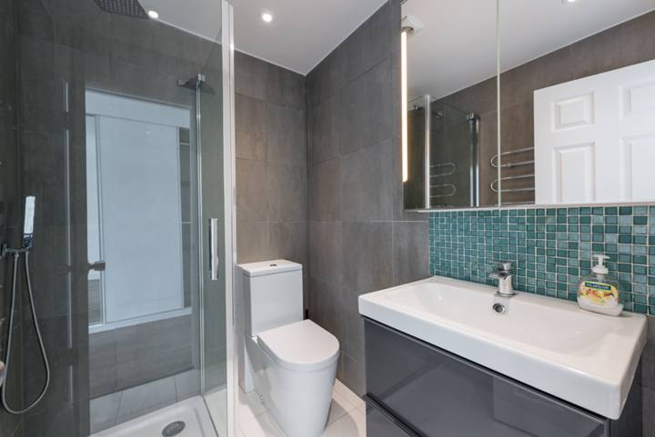 En Suite Shower Room in W4