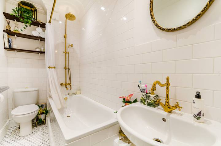 Bathroom in SW9