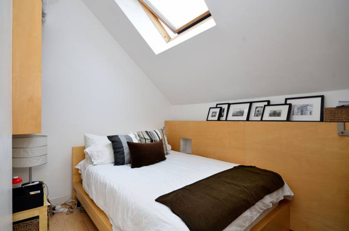 <b>Second Bedroom</b><span class='dims'> 11' x 8'3 (3.35 x 2.51m)</span>