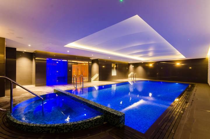 Communal Swimming Pool in W5