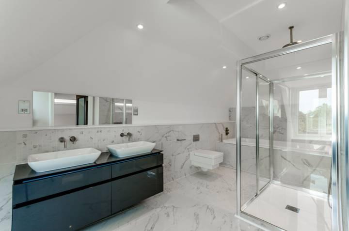 En Suite Bathroom in SW14