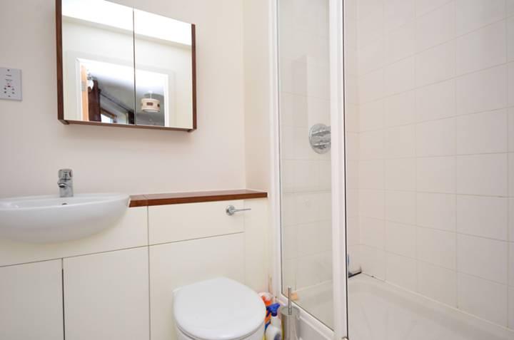 <b>En Suite Shower Room</b><span class='dims'> 6'10 x 5' (2.08 x 1.52m)</span>