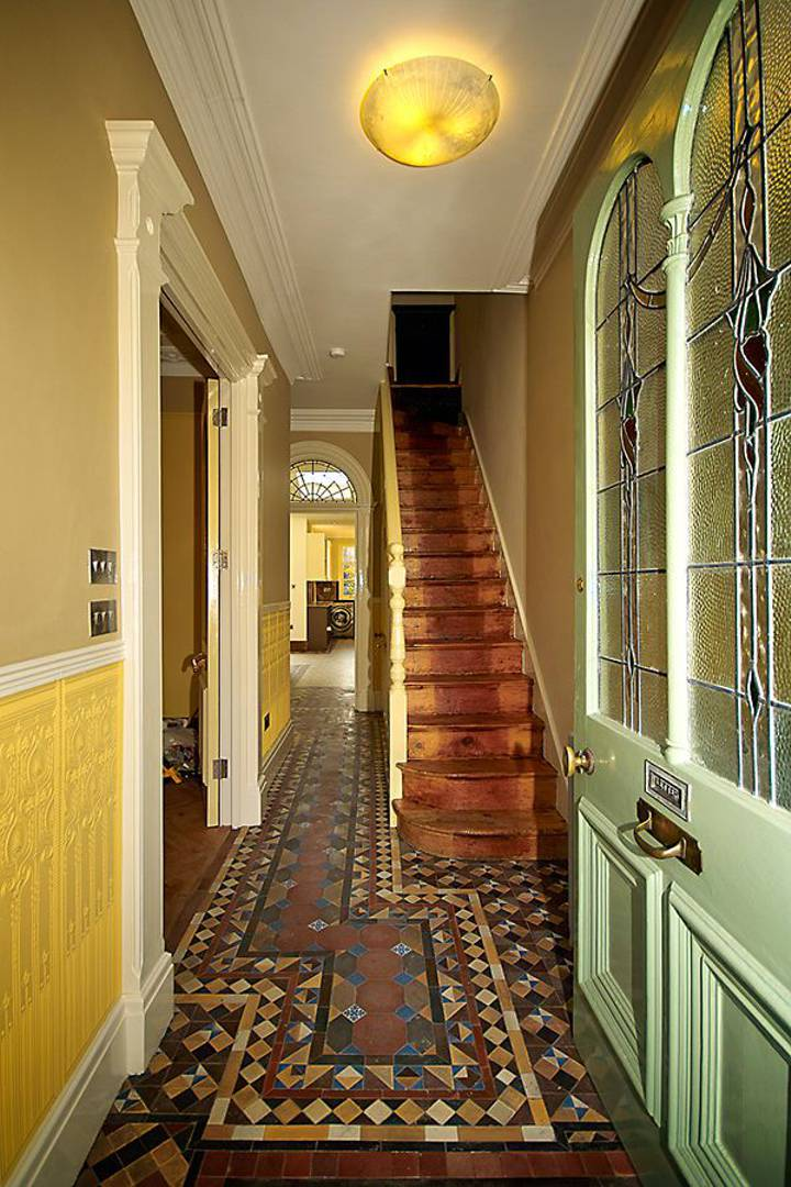 Entrance Hall in E17