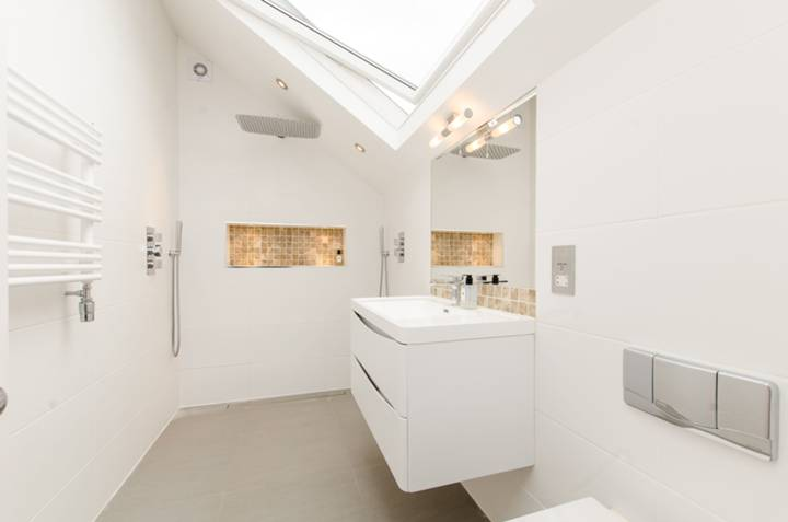 En Suite Shower Room in SW2