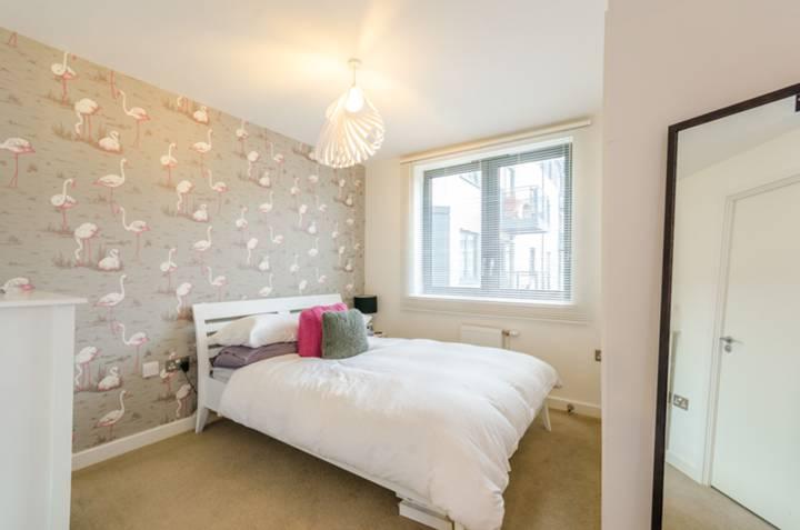 Master Bedroom in N4