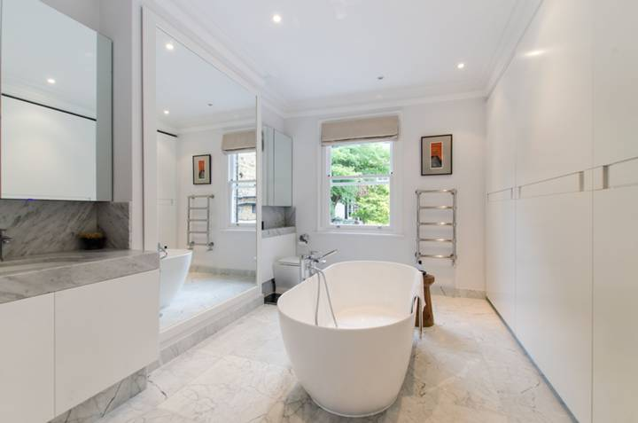 En Suite Bathroom in SW11