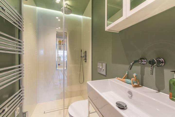 En Suite Shower Room in W2