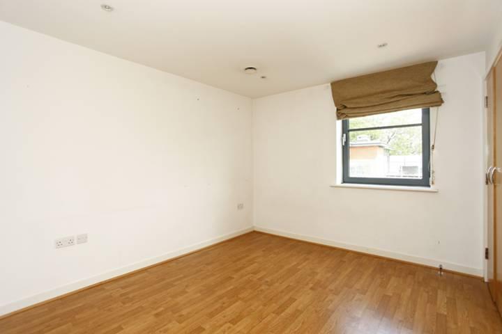 <b>Second Bedroom</b><span class='dims'> 13' x 9'3 (3.96 x 2.82m)</span>