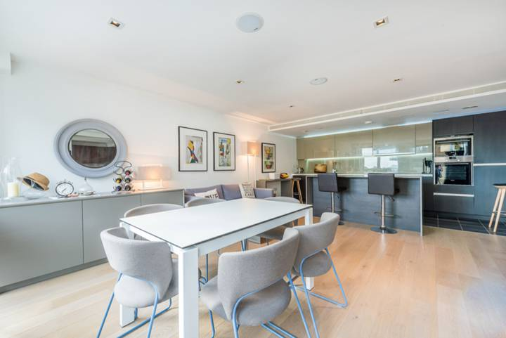 Reception Room in TW8