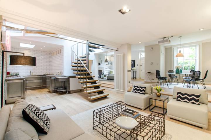 Kitchen/Family Room in SW11