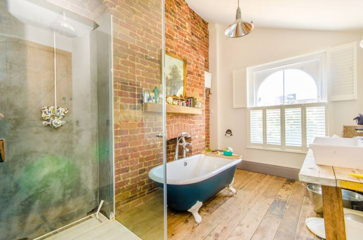 En Suite Bathroom in N1