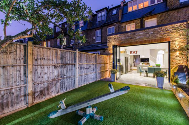 Patio in SW18