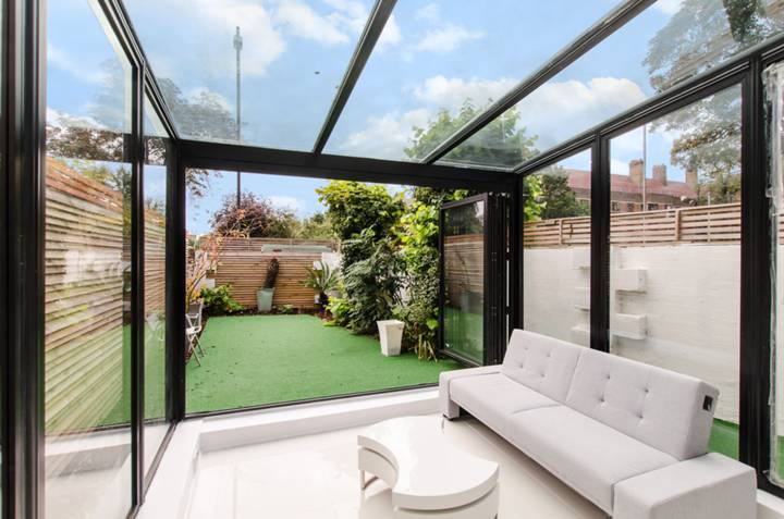 Conservatory in SW4